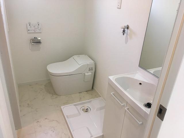1号室洗面台・トイレです